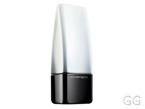 Illamasqua Matt Primer contains UVA/UVB protection